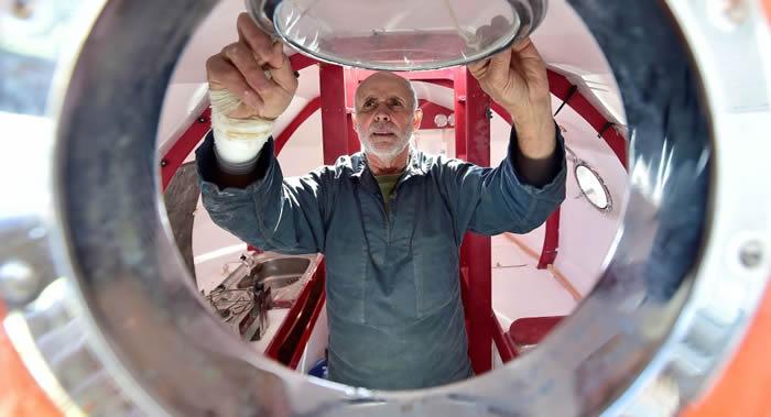 法国旅行家让-雅克·萨万乘坐大桶穿越大西洋