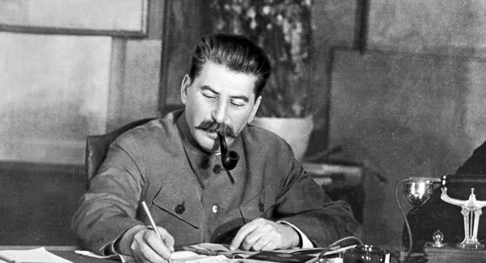 俄罗斯作家叶连娜·奇若娃:二战期间斯大林可能帮助希特勒实施了围困列宁格勒计划