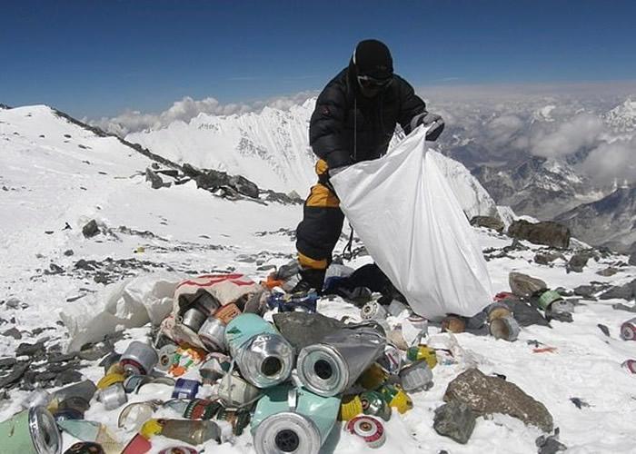 尼泊尔组织清洁队登世界最高峰珠穆朗玛峰清理垃圾 首两周已收集逾3公吨