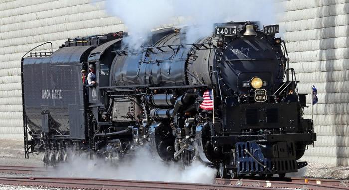一架经复修的蒸汽火车头参与纪念活动。