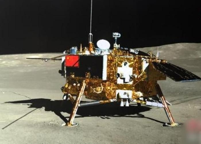 正在月球背面的中国月球车玉兔二号超时服役累计行190米 再进入月夜休眠