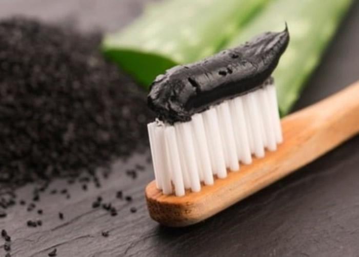 英国曼彻斯特大学研究:备长炭牙膏不但没有美白功效 反会增加蛀牙风险