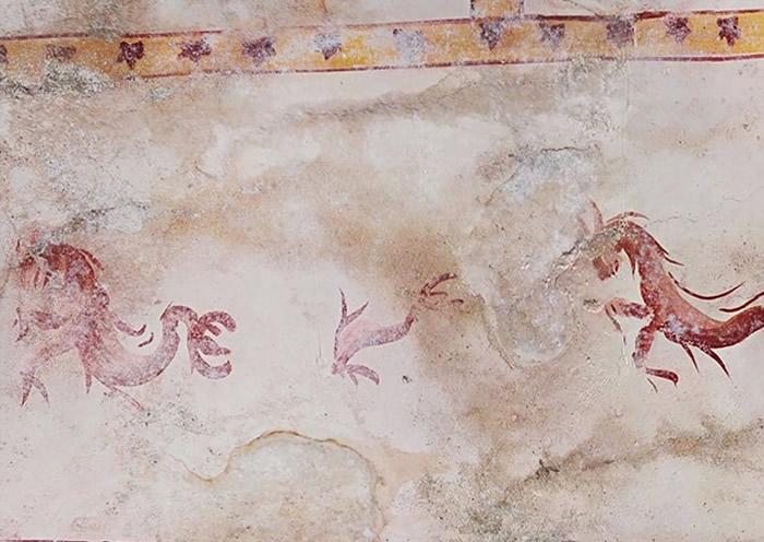 壁画绘有动物图案。