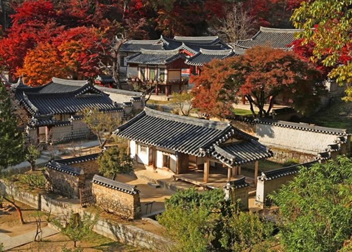 韩国书院历史悠久,古色古香。