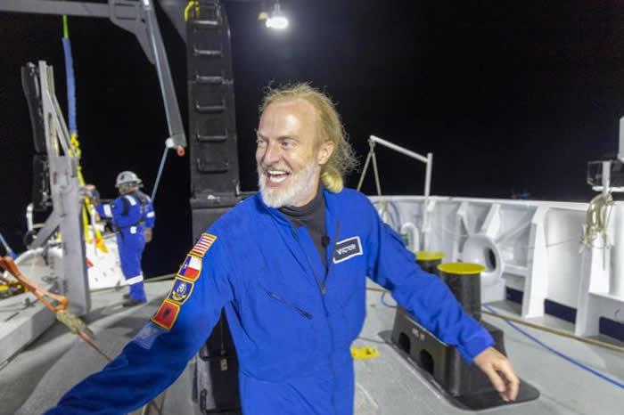 """美国""""五次深海探险""""的""""深潜限制因子""""号潜水器在马里亚纳海沟最底部有不寻常的发现"""