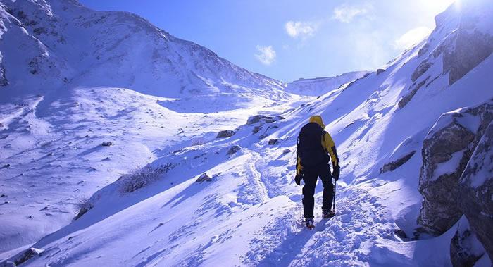 印度2名登山运动员在攀登喜马拉雅山脉世界第三高峰干城章嘉峰(8586米)时死亡