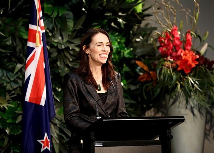 """新西兰小女孩为当驯龙师寄5元""""贿赂""""总理 获回信"""