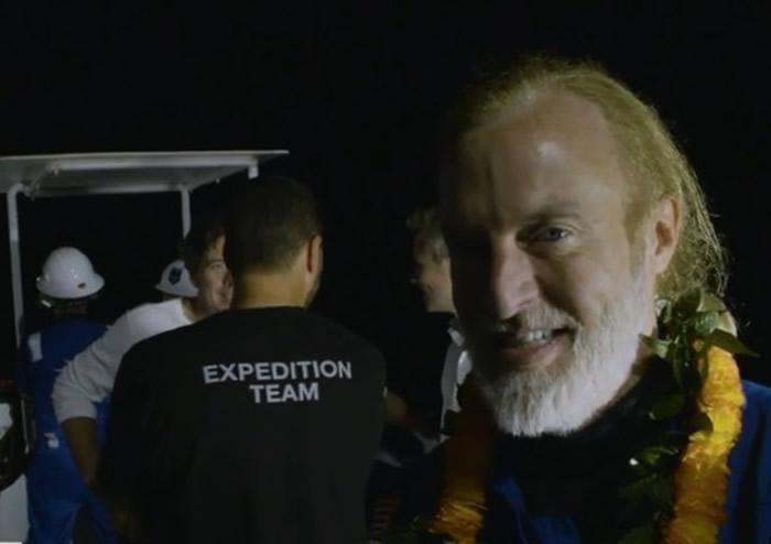 韦斯科沃打破潜航最深纪录。