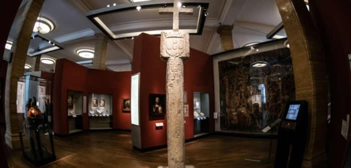 """面对殖民历史!德国历史博物馆归还纳米比亚15世纪导航地标""""十字架石碑"""""""