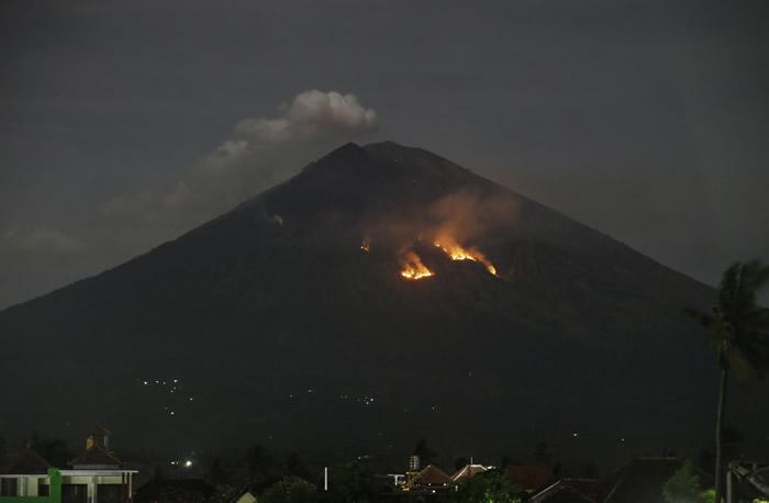 印尼峇里岛东部的阿贡火山又爆发 持续4分30秒