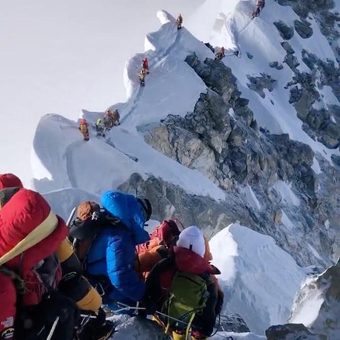 登山季的圣母峰(珠穆朗玛峰)成尸山 沿路及帐棚内都有尸体