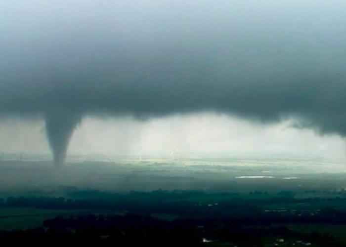 """""""非常危险""""风暴袭击美国南部州份 部分地区出现龙卷风"""