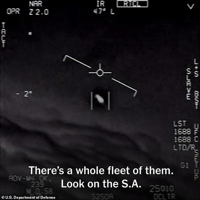 """美军机师受访忆述遇上UFO经历:""""形似球体包着立方体"""""""