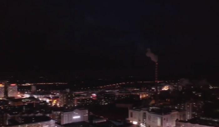 黑龙江鸡西傍晚天空出现大片黑云 蔓延大半个天空引发居民恐慌