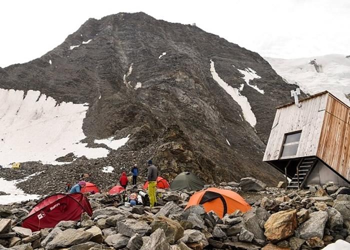 法国当局收紧勃朗峰的登山人数 实施新规定以免过度挤迫