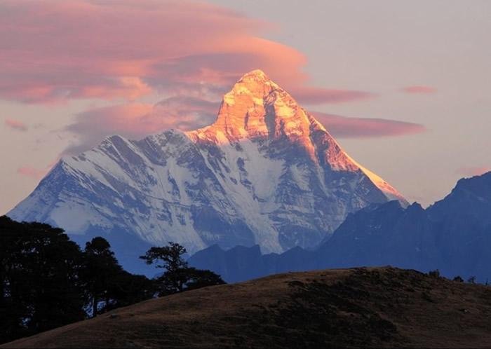 楠达德维山(图)的东峰是世上最难攀登的山峰之一。