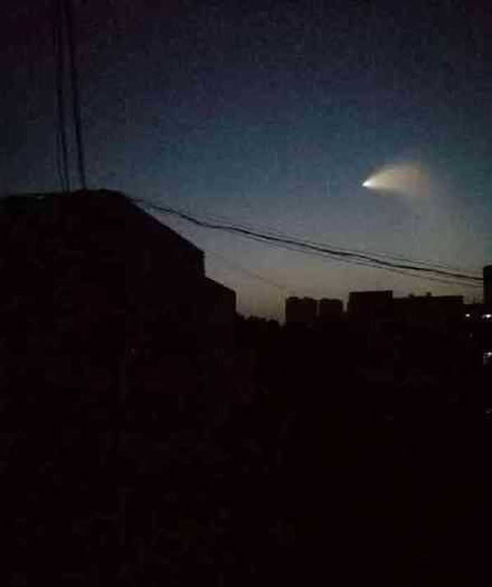 中国各地上空出现不明飞行物 军方微博:你们相信这世上有UFO吗?