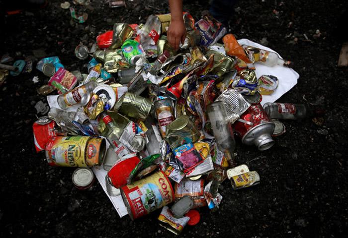 珠穆朗玛峰清出至少11吨垃圾 雪巴人收尸完当清洁工