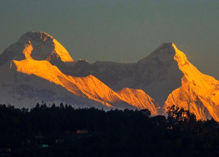 楠达德维山东峰山势险要。