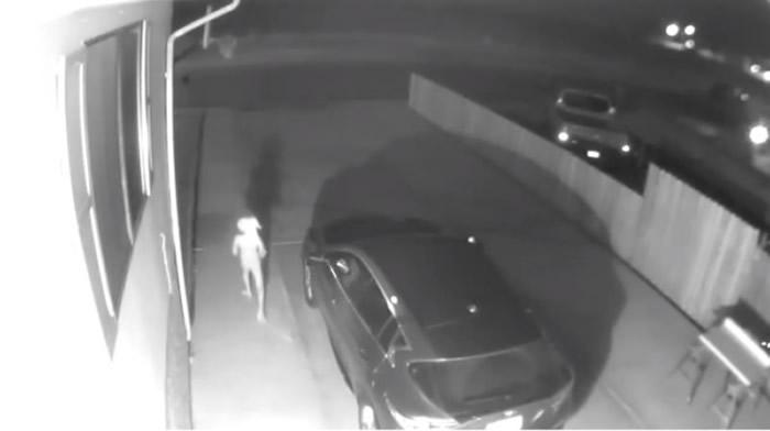 外星人深夜现身?美国科罗拉多州居民监控拍到神秘诡异不明生物