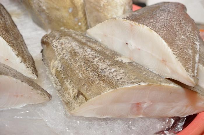 市场上所贩卖的鳕鱼片多以轮切方式提供,故又称为扁鳕。