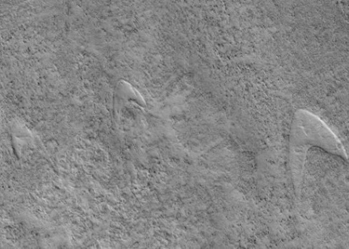 """天文学家指该些""""标志""""其实是火星火山爆发后的产物。"""