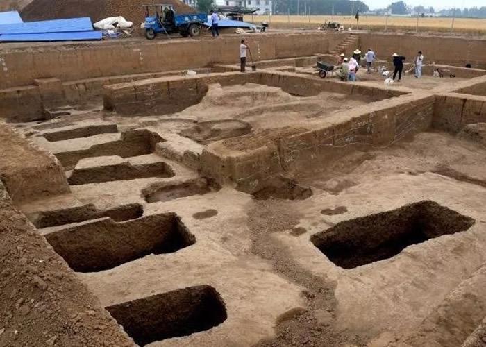 墓地葬有一户商代铸铜工匠家族。