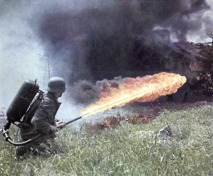 """《国家利益》杂志公开二战期间希特勒的""""秘密武器""""——火焰喷射器Flammenwerfern"""