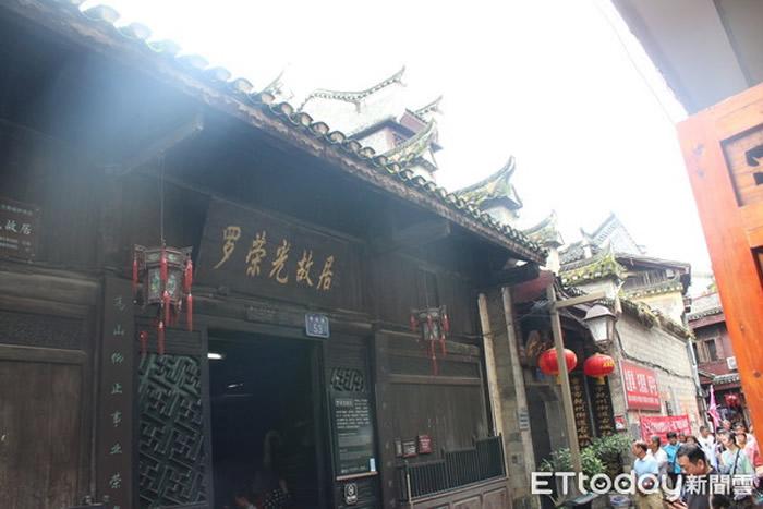 在干州古城中,随处可见这样古色古香老宅。图为清朝名将罗荣光故居。(图/记者王致凯摄)