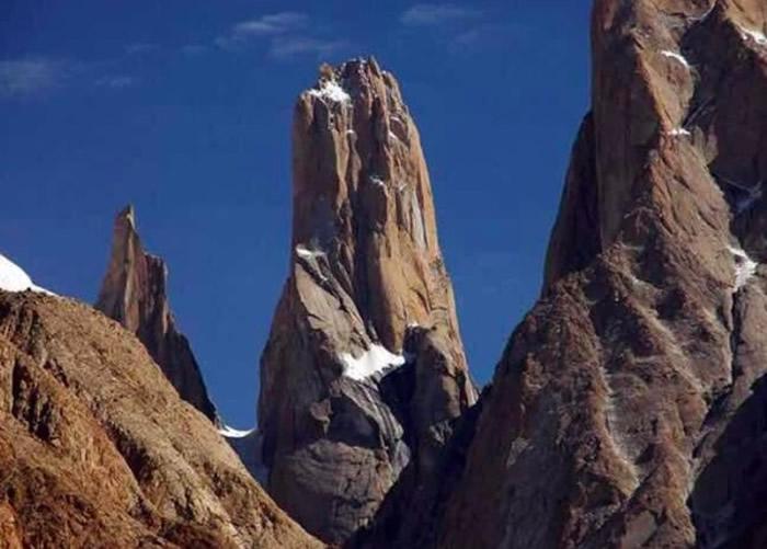 中国登山队攀登巴基斯坦海拔6400米山峰 大陆及香港两名登山者因低温冻死