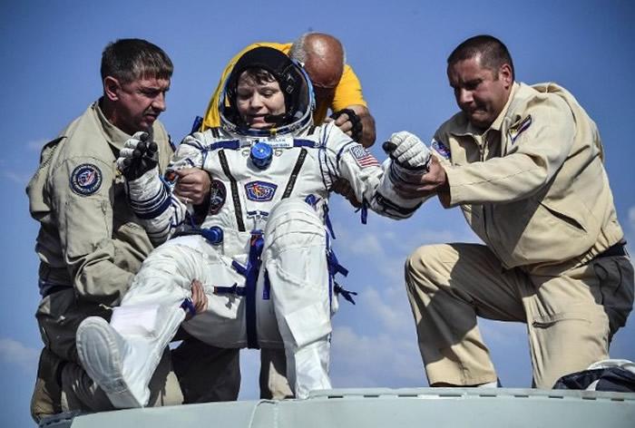 这次是麦克莱恩(中)首次参与太空任务。