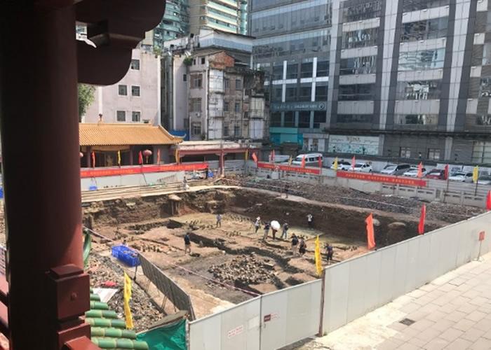 暴雨连场后广州市越秀区大佛寺南院考古现场发现百多件晚唐陶器