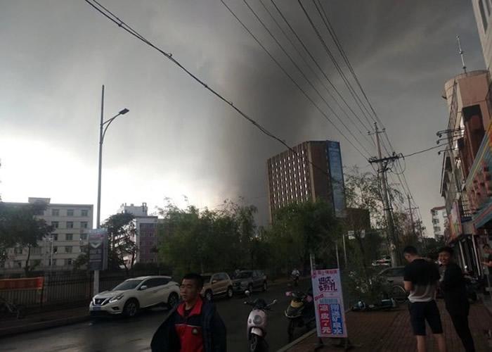 辽宁铁岭开原市龙卷风吹袭犹如世界末日 民众称百年不遇
