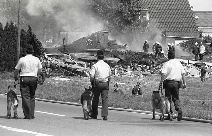 """1989年7月4日苏联空军米格-23战斗机""""无人驾驶""""闯入比利时坠毁在民宅"""