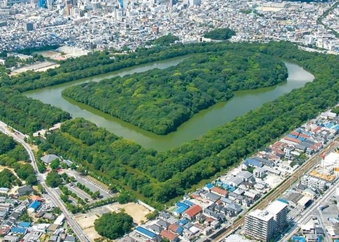 大山古坟规模宏大。