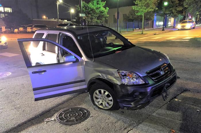 美国南卡罗莱纳州发生离奇劫车案 女嫌犯抓来黑蛇朝女司机扔去