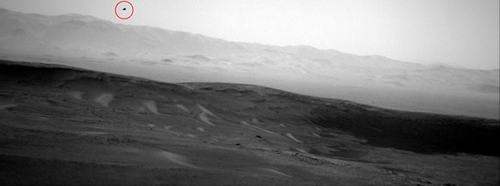 """外星人UFO?""""好奇号""""火星车在火星上拍到一只飞翔的""""老鹰"""""""