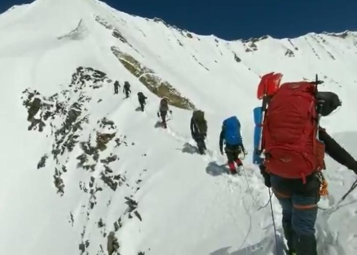 喜马拉雅登山队遇雪崩灭团 生前最后2分钟片段曝光