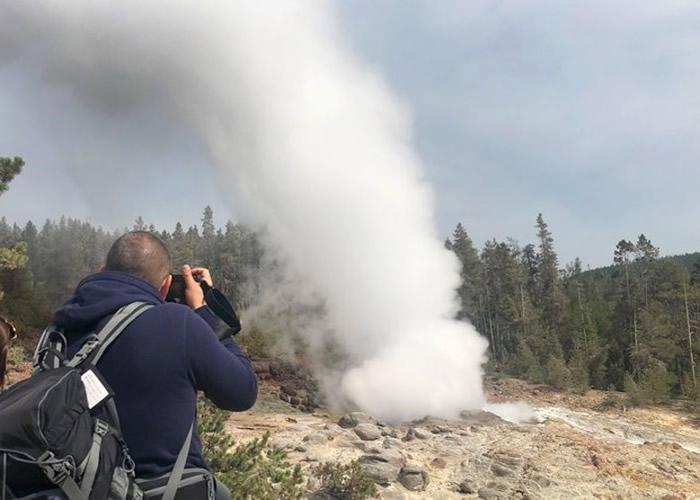 美国黄石公园的标志性景点汽船喷泉上半年喷发25次 或创新纪录