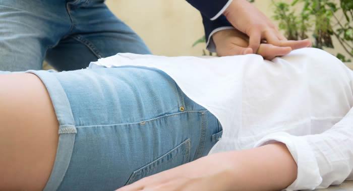 《心脏病学纪要》指出心脏骤停的前兆:腿部和手臂的麻木、头晕、疲劳和胸部不适