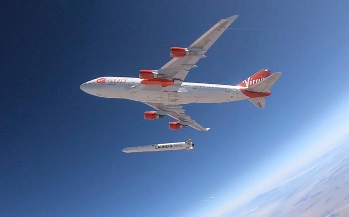 英国维珍集团太空公司Virgin Orbit成功从飞行中的波音747客机发射火箭 为空中发射卫星铺路