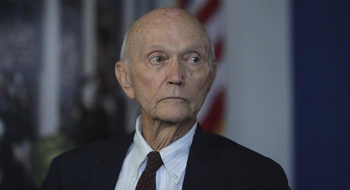 """""""阿波罗11号""""登月任务成员美国宇航员迈克尔·柯林斯反对美国搞太空霸权"""