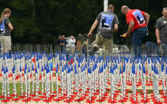 """美国纪念登月50周年发射4923枚模型火箭 NASA申请吉尼斯世界纪录""""最多模型火箭升空活动"""""""