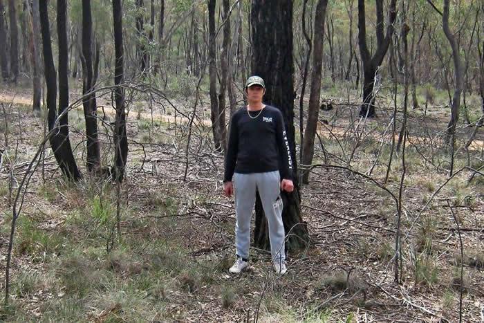 澳大利亚男子David Hole在墨尔本附近淘金时发现46亿年前陨石 重达17公斤