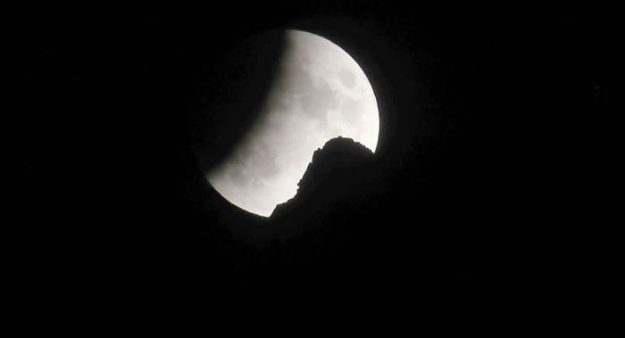 俄科学家:月球上没有什么矿产值得被开采运回地球