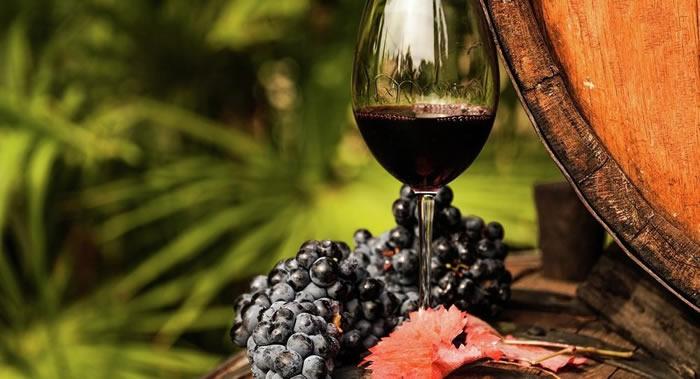 英国诺丁汉郡女孩晚餐时喝了一杯葡萄酒感到手部和颈部很痒 原来患上了肺癌