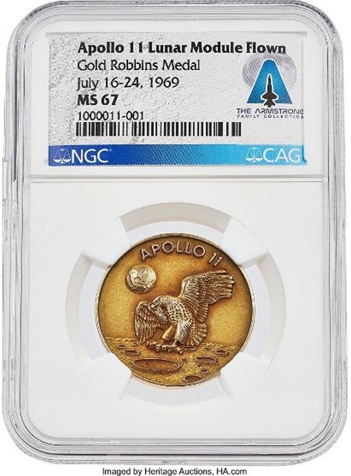 美国宇航员登月50年:已故宇航员阿姆斯特朗登月时所戴金牌拍卖 以205万美元成交