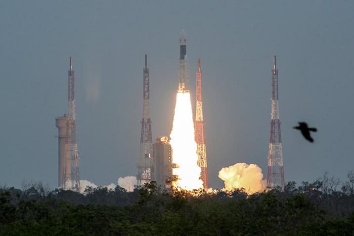 """印度月球探测器""""月船2号""""成功发射升空 或第4个有能力登陆月球的国家"""