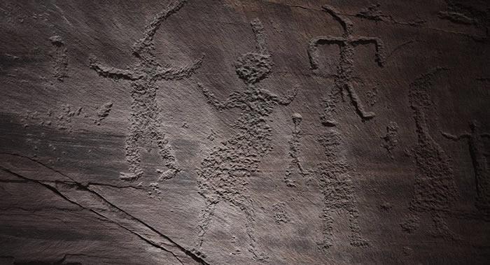 俄罗斯克拉斯诺亚尔斯克边疆区南部发现不同时期的佛像和未知岩画