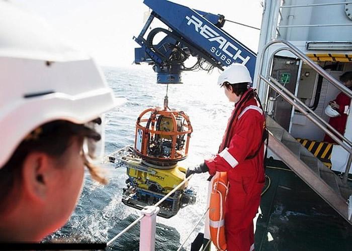 团队以水底机械人和声纳装置扫描发现沉船。